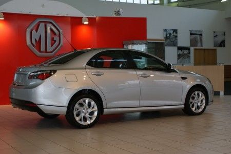mg6-saloon_